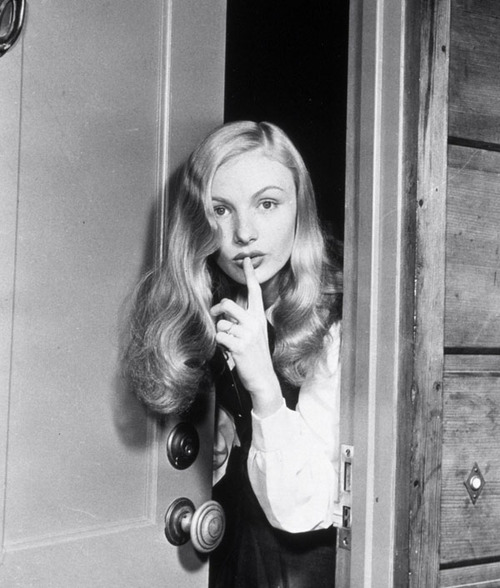 Veronica Lake Shooshing